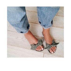 Shoes - NWT a Piedi Bow Slide